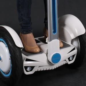 KÉTKEREKŰ, önegyensúlyozó elektromos járművek - Airwheel, CHIC-Robot, Inmotion
